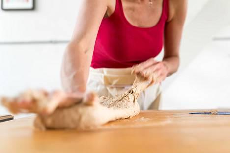 Naisetko synnynnäisiä keittiön hengettäriä?