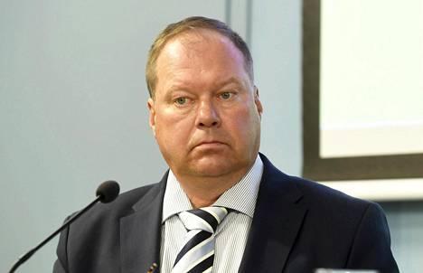 Lapin sairaanhoitopiirin infektioylilääkäri Markku Broas sanoo, että alueellisella tautitilanteella on merkitystä, kun kodeissa pohditaan perhejuhlien järjestämistä talven kuluessa.