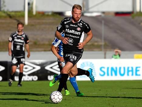 Viron voittomaalin tehnyt Henri Anier pelasi FC Lahdessa kahtena viime kautena.