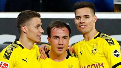 Mario Götze (kesk.) jättää Dortmundin.