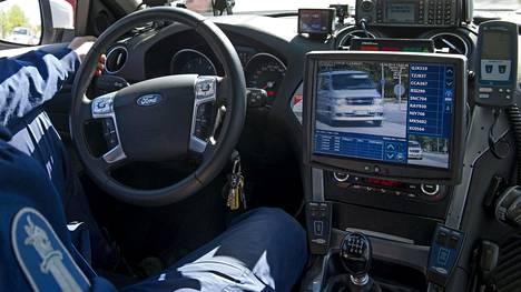 Vakuuttamattomia ajoneuvoja jää kiinni vuosittain noin 40 000. Poliisilla on aiempaa paremmat tekniset mahdollisuudet tunnistaa tällaisia liikkujia.