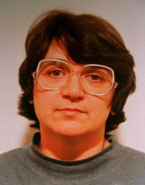 Rosemary West istuu elinkautista vankeusrangaistusta 10 murhasta. Häntä saatetaan kuulla Mary Bastholmin katoamiseen liittyen, vaikka hän ei silloin vielä tuntenutkaan miestään Fred Westiä.