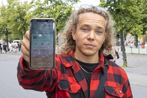 27-vuotias Samu ei tiedä, muuttaako puhelintottumuksiaan.