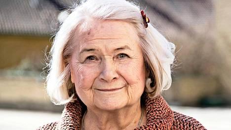 –Kymmenen vuotta meni niin, etten halunnut mitään muuta ajatella, Anja Pohjola muistelee puolisonsa kuoleman jälkeistä aikaa.