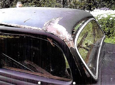 Katto oli revitty auki kulmahiomakoneella. Oikeudessa selvisi, että katon avaaminen oli tarpeetonta.