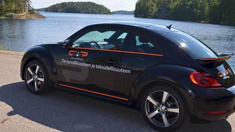 Kesätyöläinen ajaa Suomea ristiin rastiin tällaisella autolla.