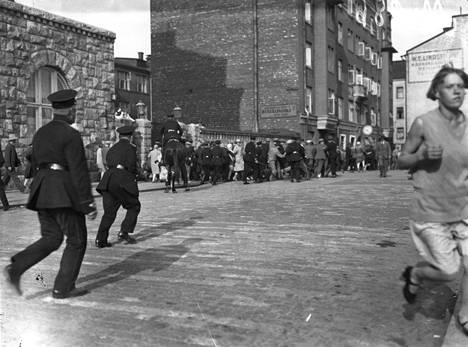 Kieltolain aikaan poliisi meni tilanteisiin voimalla. Kuvassa mielenosoituksen tukahduttaminen vuonna 1929.