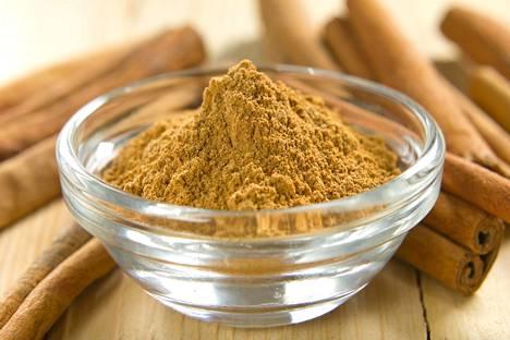 Kanelia saadaan puun kuoresta. Kumariini on yksi kanelin luontaisista aromaattisista yhdisteistä.