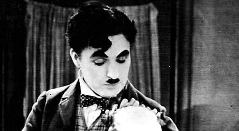 Charlie Chaplin Kaupungin valoissa.