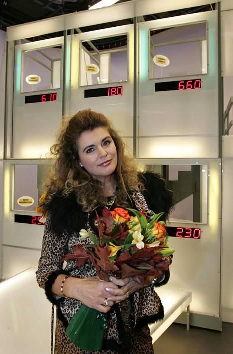 Riitta Väisänen päätti Kymppitonnin kuvaukset lokakuussa 2005.