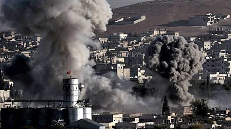 Yhdysvallat iski Isisin asemiin Kobanessa perjantaina.