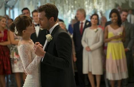 Anastasia (Dakota Johnson) ja Christian (Jamie Dornan) ovat vannoneet vihkivalat.