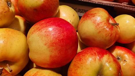 Lämmin vesi on paras puhdistuskeino kaupasta ostetuille omenoille. - Lämpimän veden avulla pölyt ja mahdollinen lika liukenee pois omenan pinnalta, kuten myös mahdollinen lisätty vaha, Satotukusta kerrotaan.