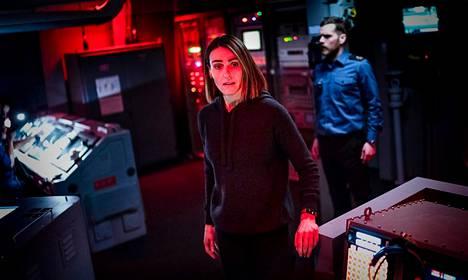 Rikosylikomisario Amy Silva (Suranne Jones) joutuu ahtaisiin ja ahdistaviin paikkoihin.