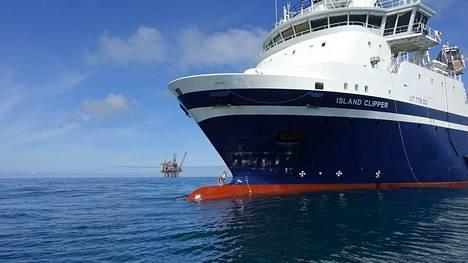 Island Clipper -aluksella muun muassa kuljetetaan ruokaa ja poraustarvikkeita öljynporauslautoille.