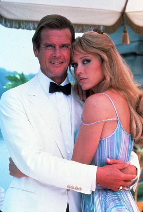 Tanya Roberts nähtiin Roger Mooren esittämän James Bondin rinnalla elokuvassa 007 ja kuoleman katse.