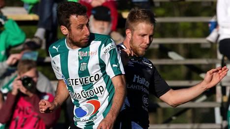 Tamas Gruborovics (vas.) teki taas maalin KTP:lle. Kuva toukokuun ottelusta FC Lahtea vastaan.
