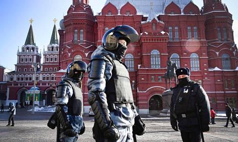 Venäjän oppositio yrittää sunnuntain kotipihaprotestilla välttää sen, että poliisi saisi tekosyitä pidättää taas tuhansia ihmisiä.