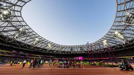 Tekniikkamurheet piinaavat YLE:n selostajia Lontoon olympiastadionilla.