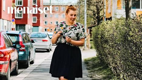 Roosa Blom on vuosien varrella vähentänyt esimerkiksi kosmetiikan ostamista, ja talouspaperia hän ei käytä enää lainkaan.
