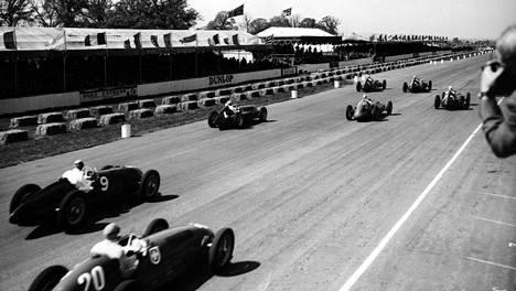 F1-sarjan ensimmäisen MM-osakilpailun startti on tapahtunut Silverstonessa toukokuussa 1950.