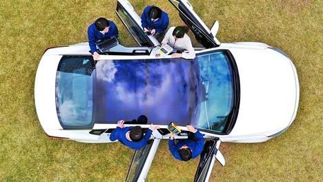 Panoraamakatot ovat olleet arkipäivää autoissa jo tovin, mutta Hyundai ja sen omistukseen kuuluva Kia kehittävät auton kattoon sijoitettavaa aurinkoenergian latausjärjestelmää.