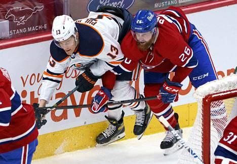 Puljujärvi vääntämässä Montreal Canadiensin Jeff Petryn kanssa.