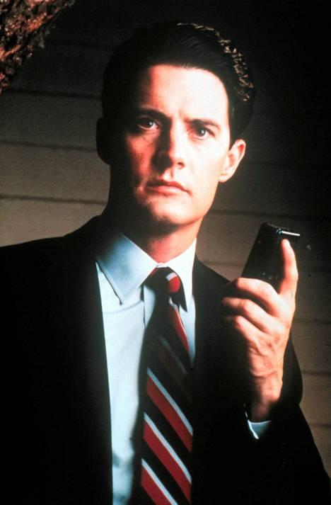 Kyle MacLachlanin esittämä FBI-agentti Dale Cooper kutsuttiin paikalle Twin Peaksiin ratkaisemaan Laura Palmerin murhaa.