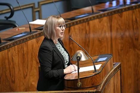 Sosiaali- ja terveysministeri Aino-Kaisa Pekonen hämmästeli perussuomalaisten kantaa toimeentulotuen 75 euron korotukseen neljän kuukauden ajaksi.