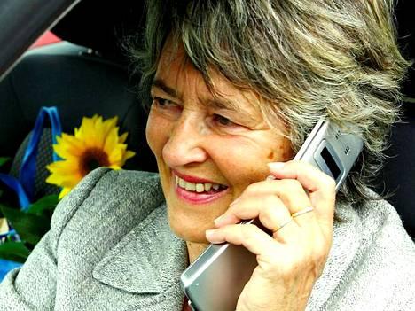 Eurooppalaiset ovat tottuneet vastaamaan kännyköihinsä huolettomasti kotimaassaan.
