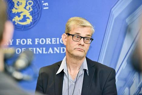 Konsulipäällikkö Pasi Tuomisen asemasta on liikkunur ristiriitaisia tietoja.