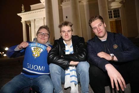 Juuso Ijäs, Aku Heino ja Tuomas Rauhala tulivat Lahdesta Helsinkiin juhlimaan leijonien MM-voittoa.