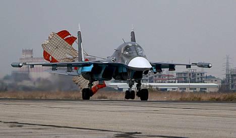 Venäläinen Suhoi Su-30SM-hävittäjä laskeutui Hneiminin sotilastukikohtaan luoteis-Syyriassa Latakian provinssissa.