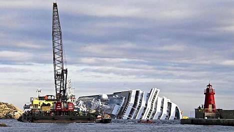 Costa Concordia -alus liikahti taas.