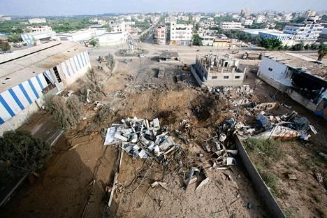 Raunioita Israelin ilmaiskun jäljiltä Gazassa.
