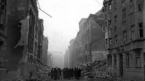 Pommitukset runtelivat Helsinkiä esimerkiksi 26.-27. helmikuuta 1944.