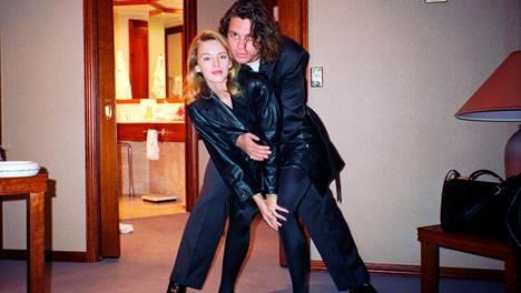 Kylie Minogue muistelee edesmennyttä poikaystäväänsä, INXS-tähti Michael Hutchencea. Dokumentti kertoo Hutchencen kipeän kasvutarinan ujosta filosofista traumatisoituneeksi seksisymboliksi.