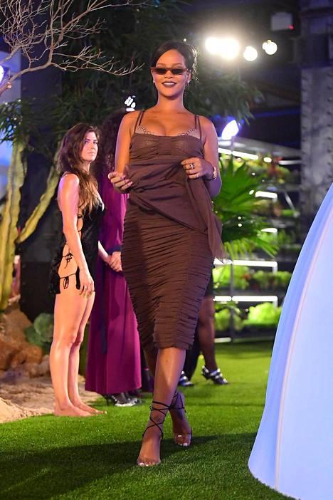 Rihanna otti vastaan kiitokset näytöksen lopuksi.
