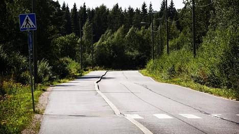 Tällä hetkellä Suomen tieliikennelaki määrittelee ajoneuvoksi maalla kulkemaan tarkoitetun laitteen, joka ei kulje kiskoilla. Määritelmään on tulossa muutoksia.