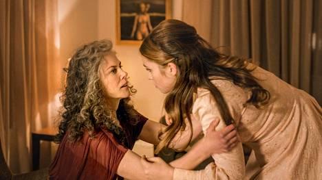 Nicole Kidman näyttelee Maryn adoptioäitiä Julia Edwardsia. Maryna taas nähdään Jane Campionin oma tytär Alice Englert.