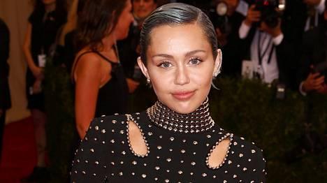Miley Cyrus koristaa nyt Paper-lehden kantta.