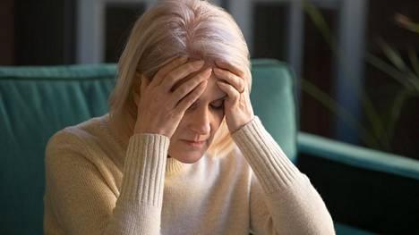 Huono kuulo ja heikko näkö haittaavat muun muassa sosiaalista elämää ja mielialaa, mikä voi altistaa muistisairauksille.