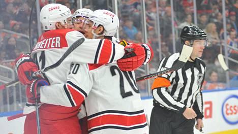 Sebastian Aho (20) oli tehotuulella sunnuntain NHL-kierroksella.