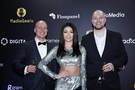 Miikko Honkanen, Shirly Karvinen ja Ville Kinaret kuvattuna Radiogaalassa.