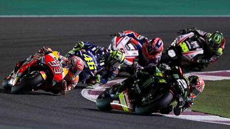 MotoGP-avauksessa huikea taistelu – uuden sopimuksen tehnyt Valentino Rossi nousi palkintopallille