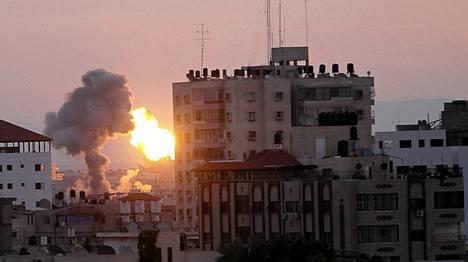 Pommitukset ravisuttivat Gazaa.