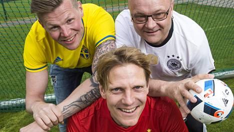 Antti-Jussi Sipilä, Tapio Suominen ja Tero Karhu valmistautuvat EM-futisurakkaan.