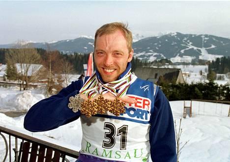 Mika Myllylä ja MM-mitalit Ramsaussa 1999.