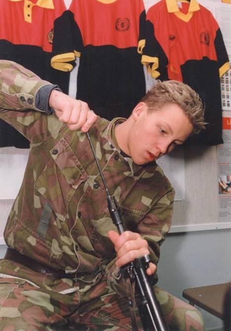Armeijatyyliä vuodelta 1994.