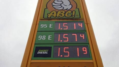 Raakaöljyn maailmanmarkkinahinta on nostanut polttonesteiden hintoja Suomessa. Dieselin hinta on jollain asemilla ohittanut jo 95e-oktaanisen bensiinin.